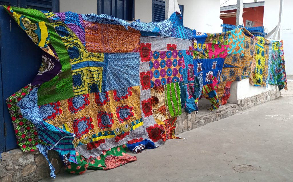 Wobole Kutuu Wokpe 2 (side view 1), 2018, 140inches x 60inches